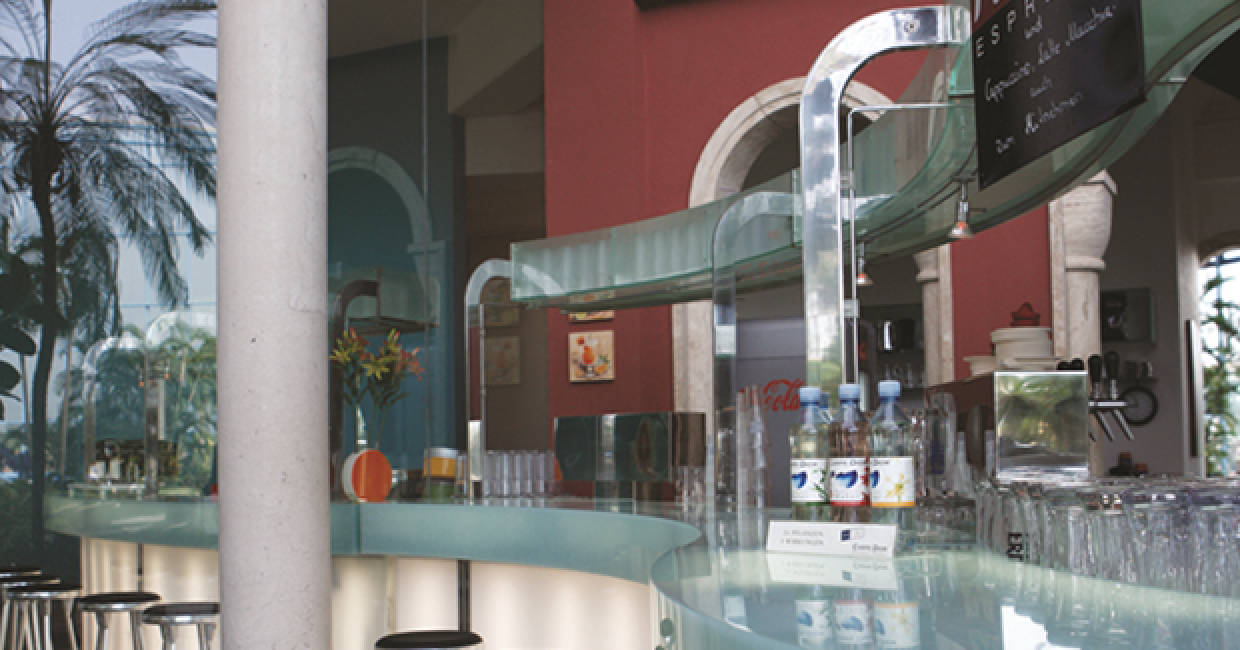 Sky Glass 12mm polyester solid surfacing from the Avonite Studio range creates an eye-catching bar counter top and, contrasted with Avonite Frosted Glass on the vertical panels which are back-lit, demonstrate the product's translucent quality.