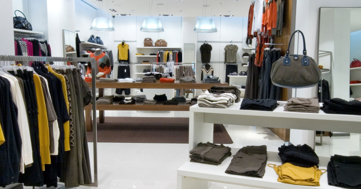 In shopfitting, white – frequently in high gloss variations – shows products and goods to their best advantage through deliberately minimalist design