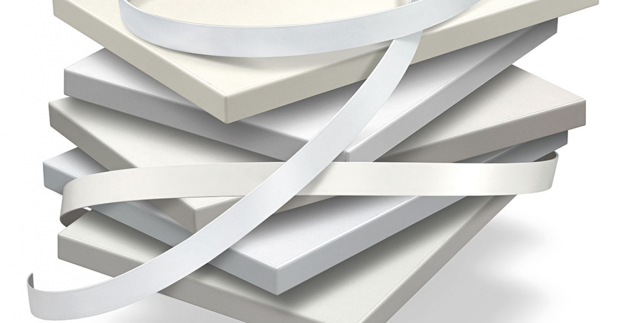There are many different shades of white. In the Ostermann range there are more than 80 different white edgings