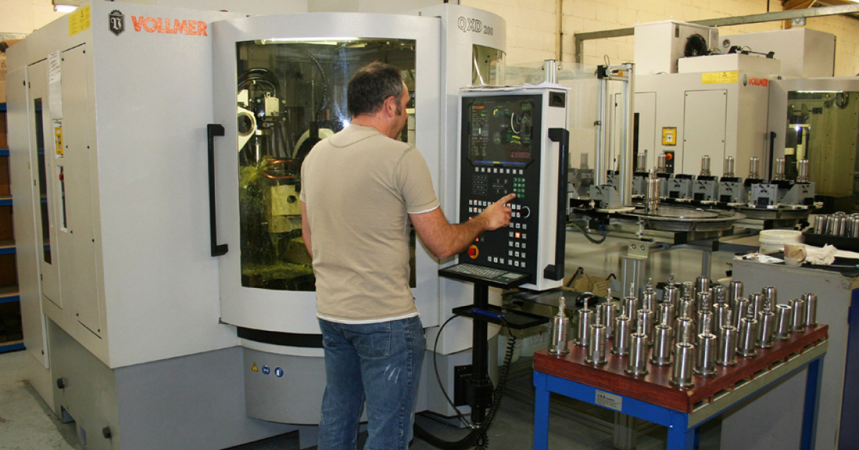 Vollmer QXD being operated by Prima director Mark Cattle