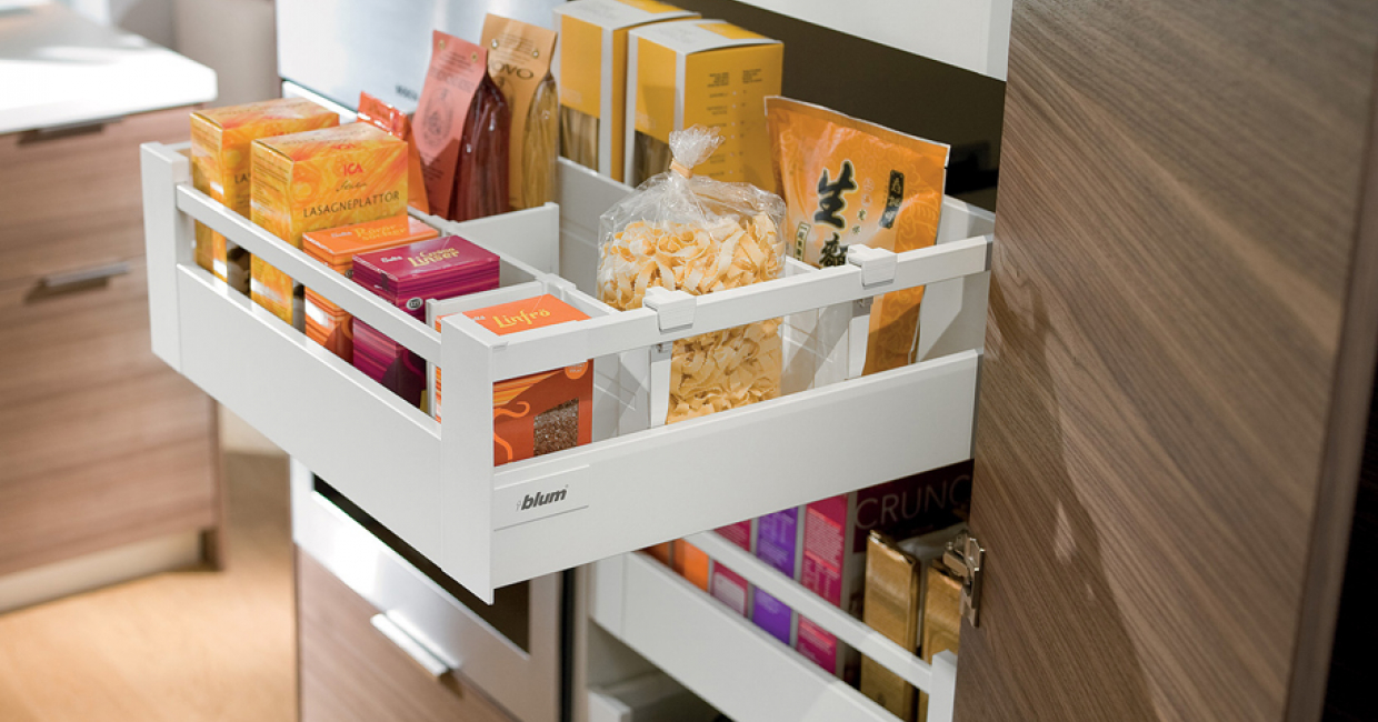 Blum Antaro larder application