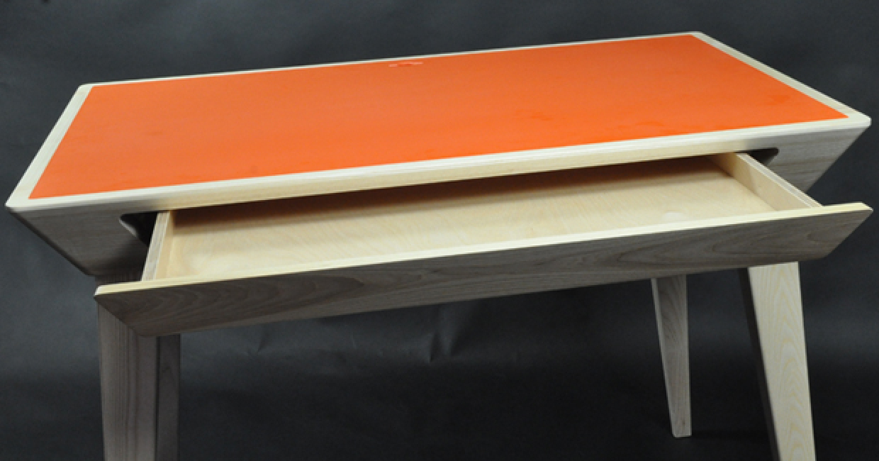 Digital Desk 21 features a Hanex orange solid surface top, donated by IDS. The desk has been designed by Michael Harris, a student at GMIT Frack college in Ireland. Harris has won the coveted Future Makers Design Award 2014 for the striking contemporary furniture piece.