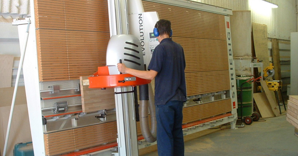 The Striebig Evolution is one of the most advanced manual panel saws available