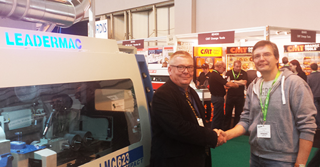 Kevin Wright (Leadermac) seals the deal with Kevin Wright (C & M Joinery)