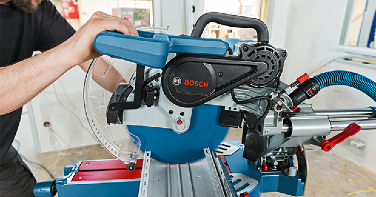 The GCM 12 SDE Professional provides cutting capacity of 120 x 400mm, with a standard 305mm saw blade