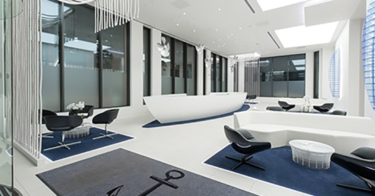 Glacier White Corian from CD UK forms a boat-shaped office reception