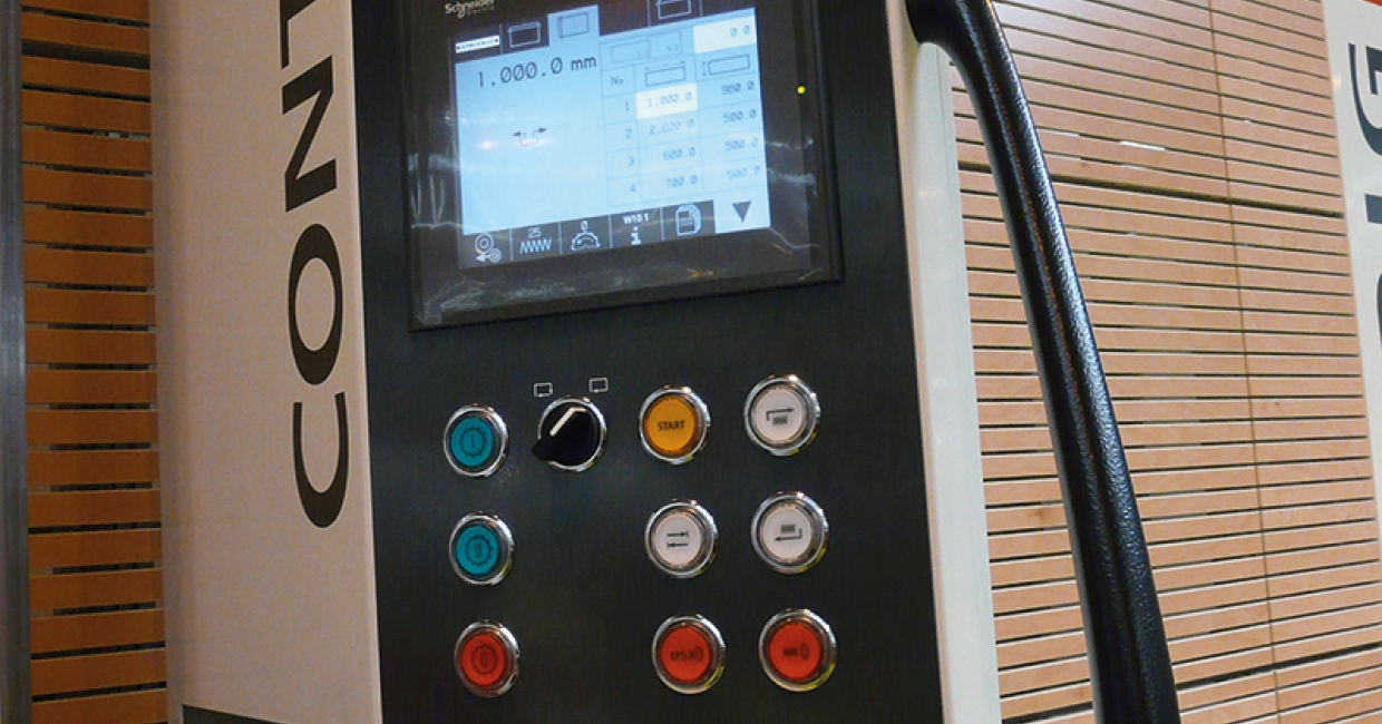 The fully-automatic Striebig Control is operated via an easy-to-use touch screen