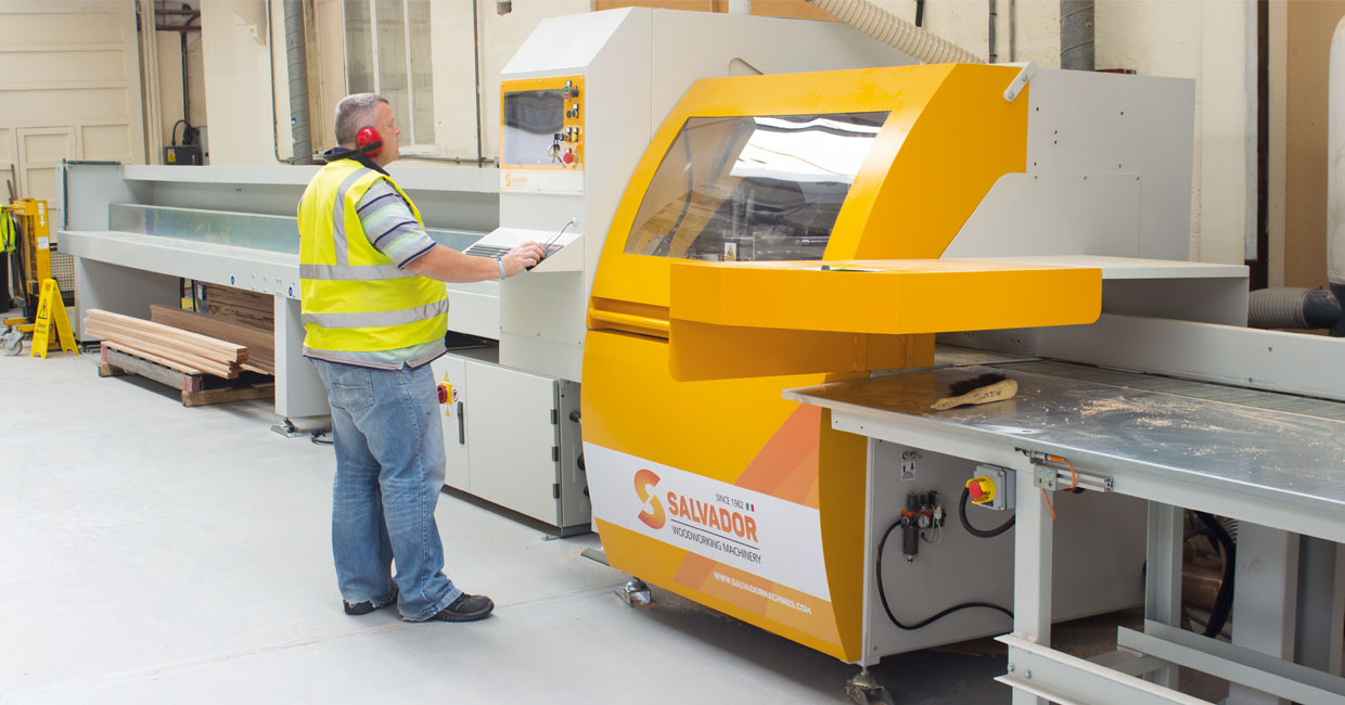 Salvador SuperAngle 600 with drilling in operation at Pluss