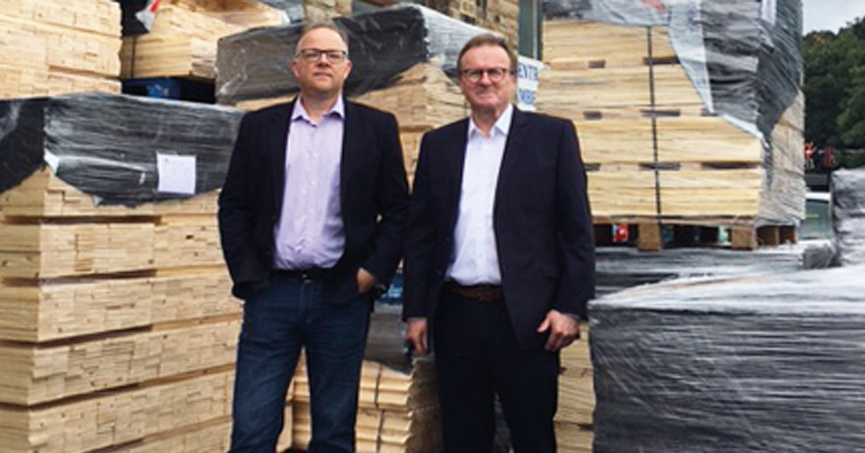 Simon Banks, left, of Sampson Products and Dougie Brown of The Alternative Board