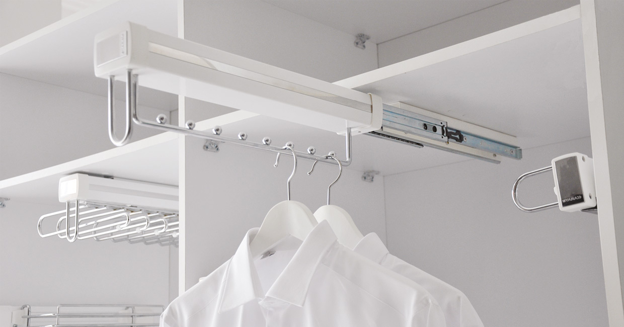 Pull out hanging rail
