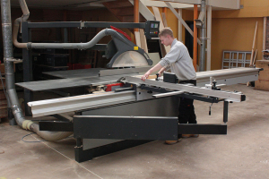 Daltons Wadkin installs Altendorf at R & S Tonks