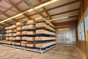 Mobile cantilever racking system for timber storage